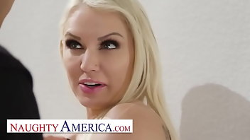 Piercing Facial Blonde American